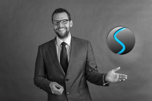 Eik Sunke mit SUCEA Logo